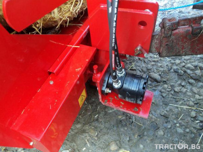 Машини за ферми Навесно устройство за разхвърляне на постеля и хранене, от ролонни бали.HE-VA RONDO-DAN 4