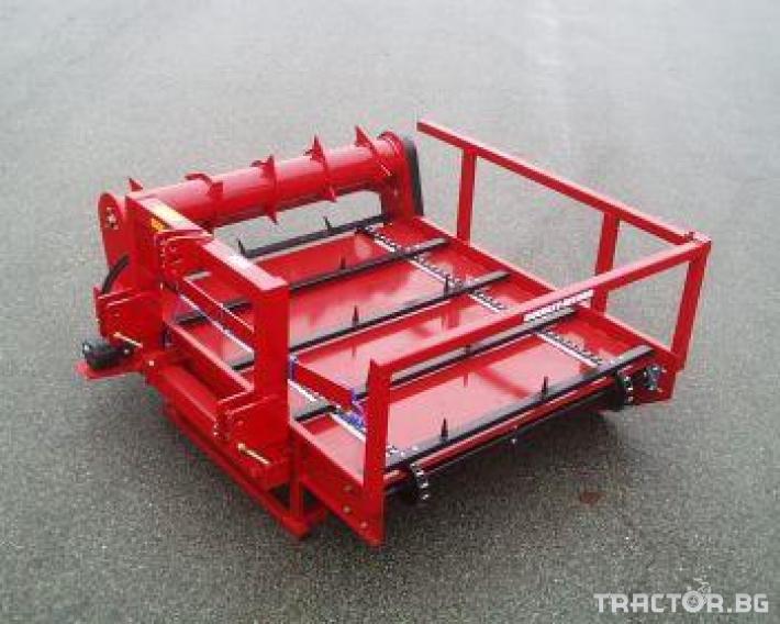 Машини за ферми Навесно устройство за разхвърляне на постеля и хранене, от ролонни бали.HE-VA RONDO-DAN 2